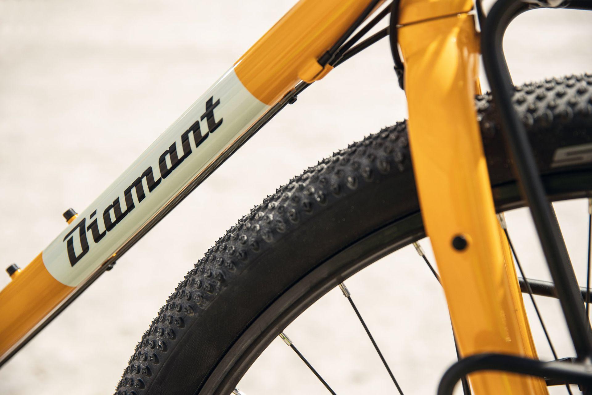 Mit diesen Reifen hast du halt auf Asphalt, Kies und wo immer es dich hinzieht.